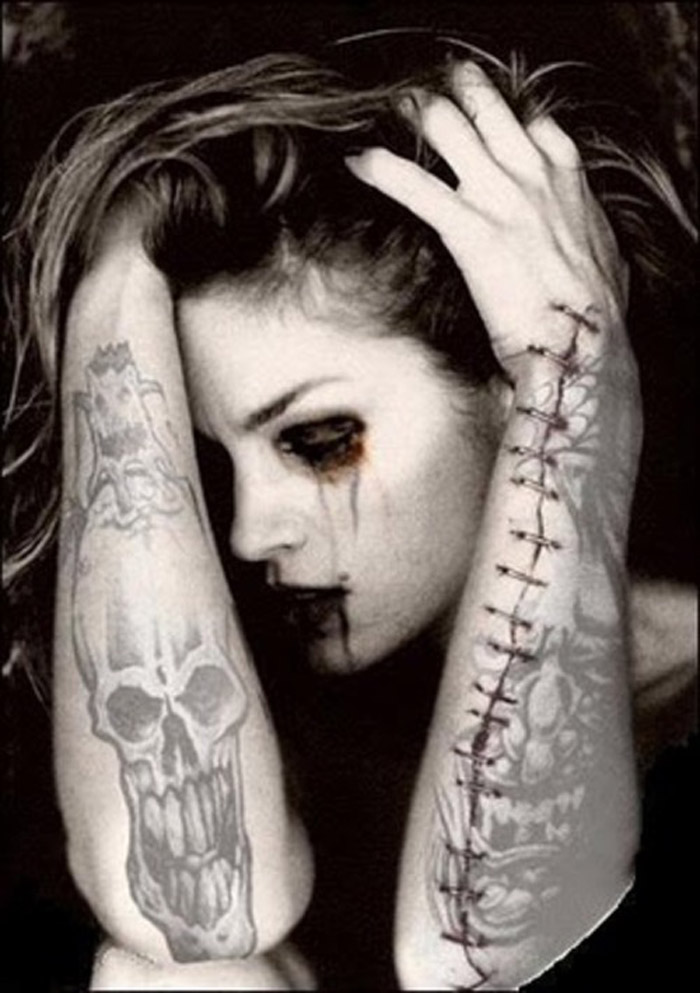 girl-with-gothic-tattoos
