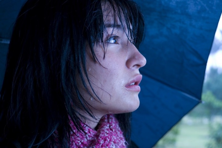 sad-woman-in-the-rain-1024x683